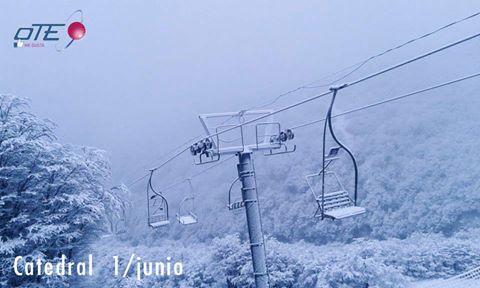 Muchísima nieve en Cerro Catedral – Catedral Alta Patagonia esta mañana, y así l…