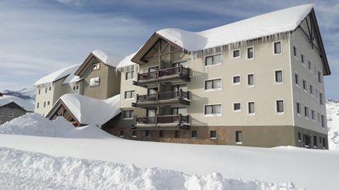 Valle Nevado Ski Resort está cubierto de nieve, y tiene para ofrecerte estos dep…