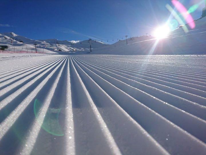 #VALLENEVADO  #HOY Muchísima nieve en Chile, y Valle Nevado Ski Resort abrió pa…