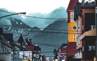 ¿Te gustaría conocer  #Ushuaia y caminar por San Martín, su calle principal? Ce…