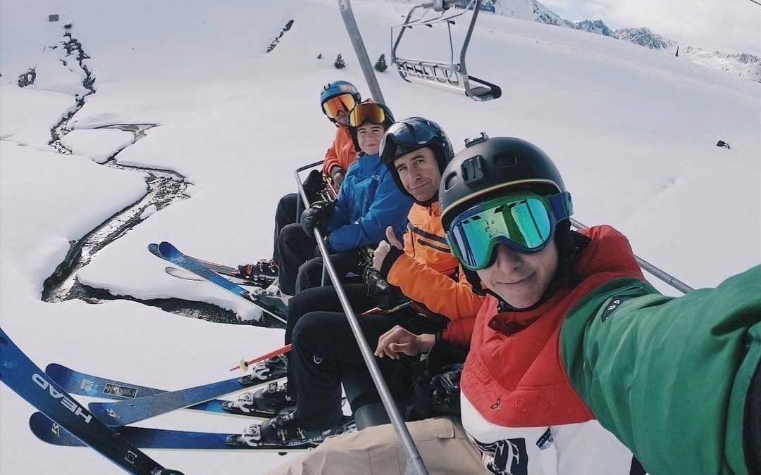 Con familia o con amigos, esquiar es una experiencia única que tenes que vivir, …