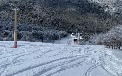 ¿Cómo te ves en #CerroBayo #VillaLaAngostura disfrutando de la nieve y el mejor …
