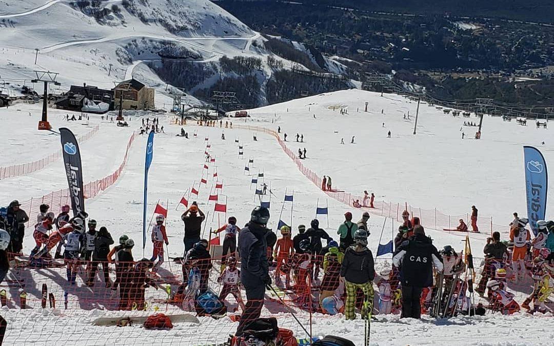 #CerroCatedral La temporada sigue a pura nieve en #Bariloche!  En un día increí…