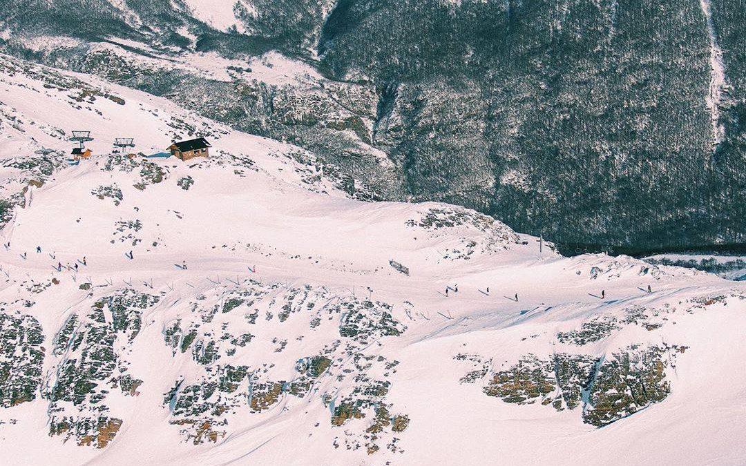 #CerroCastor#FinDelMundo   ¡#SigueLaNieve hasta el 6 de octubre! ¿Quién viaja a …